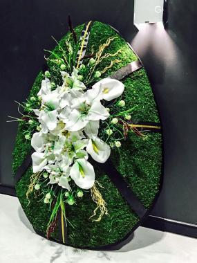 Ритуальный венок с белыми цветами (высота 1м)